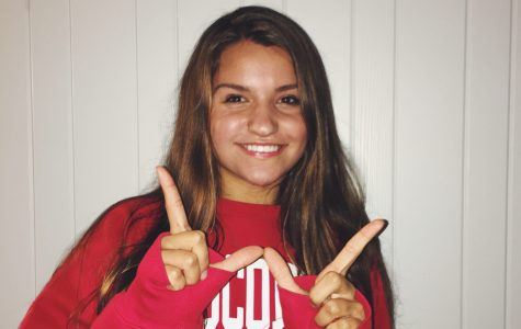 Gabby Higgins commits to University of Wisconsin for swimming