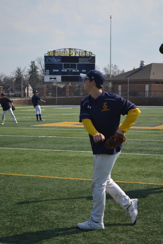 Ben Biermacher '19 practices his throw.