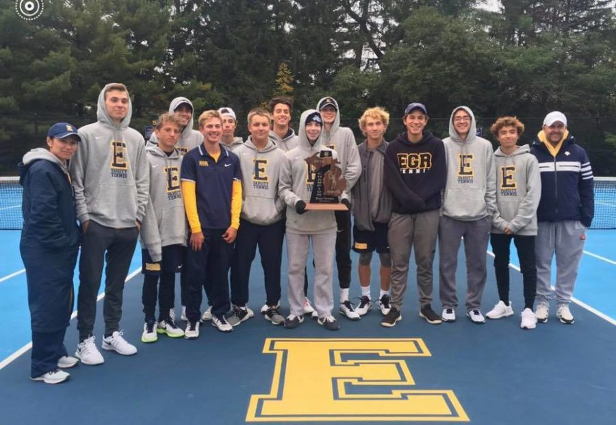 East+Boys+tennis+with+their+2018+Regionals+trophy.