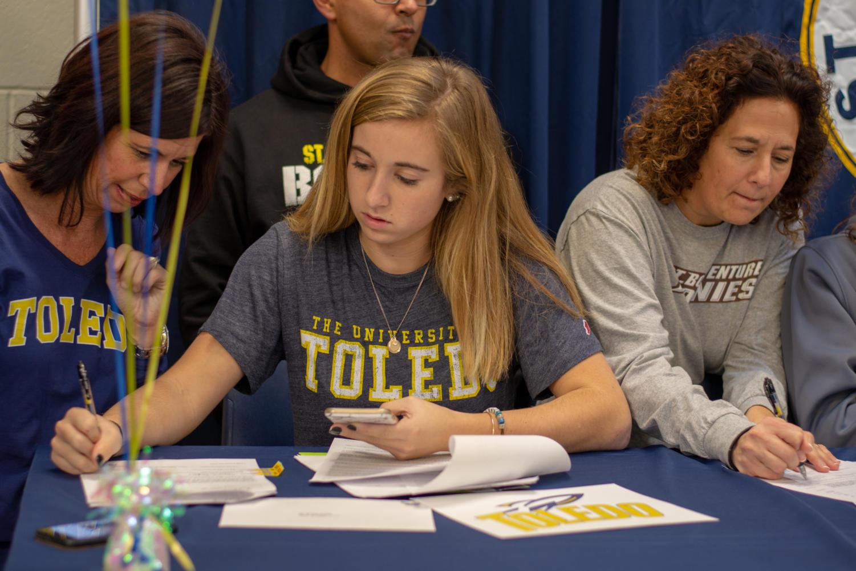 Sloane+Teske+%2719+signs+to+Toledo+for+tennis.